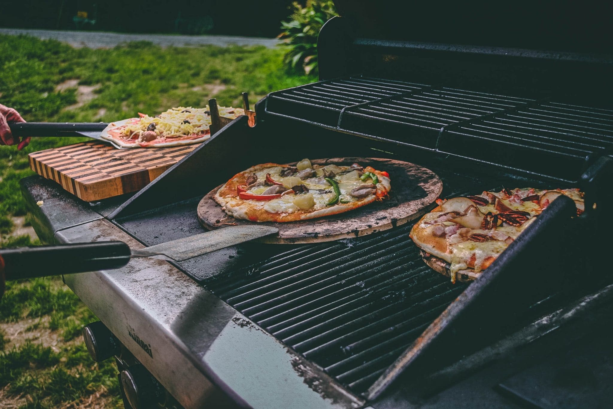 pizza grill, backyard grill