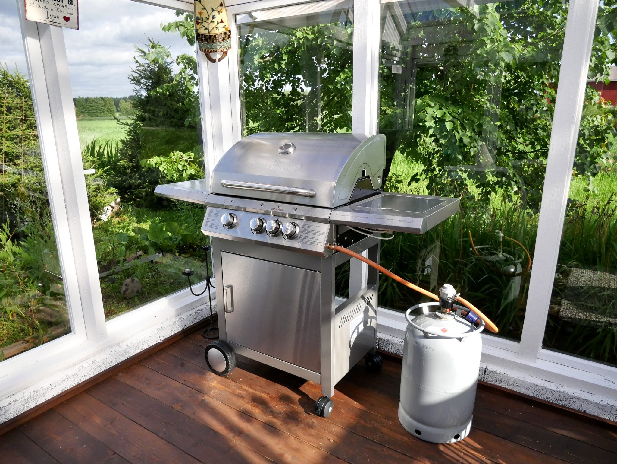 weber e 330 natural gas grill genesis a detailed review. Black Bedroom Furniture Sets. Home Design Ideas