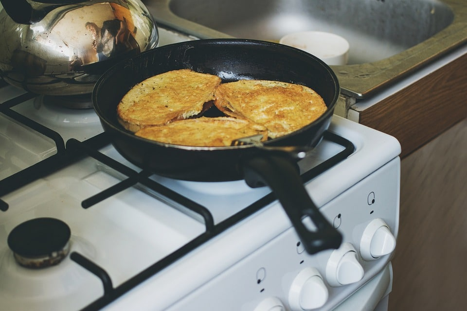 making toasts, frying pan set