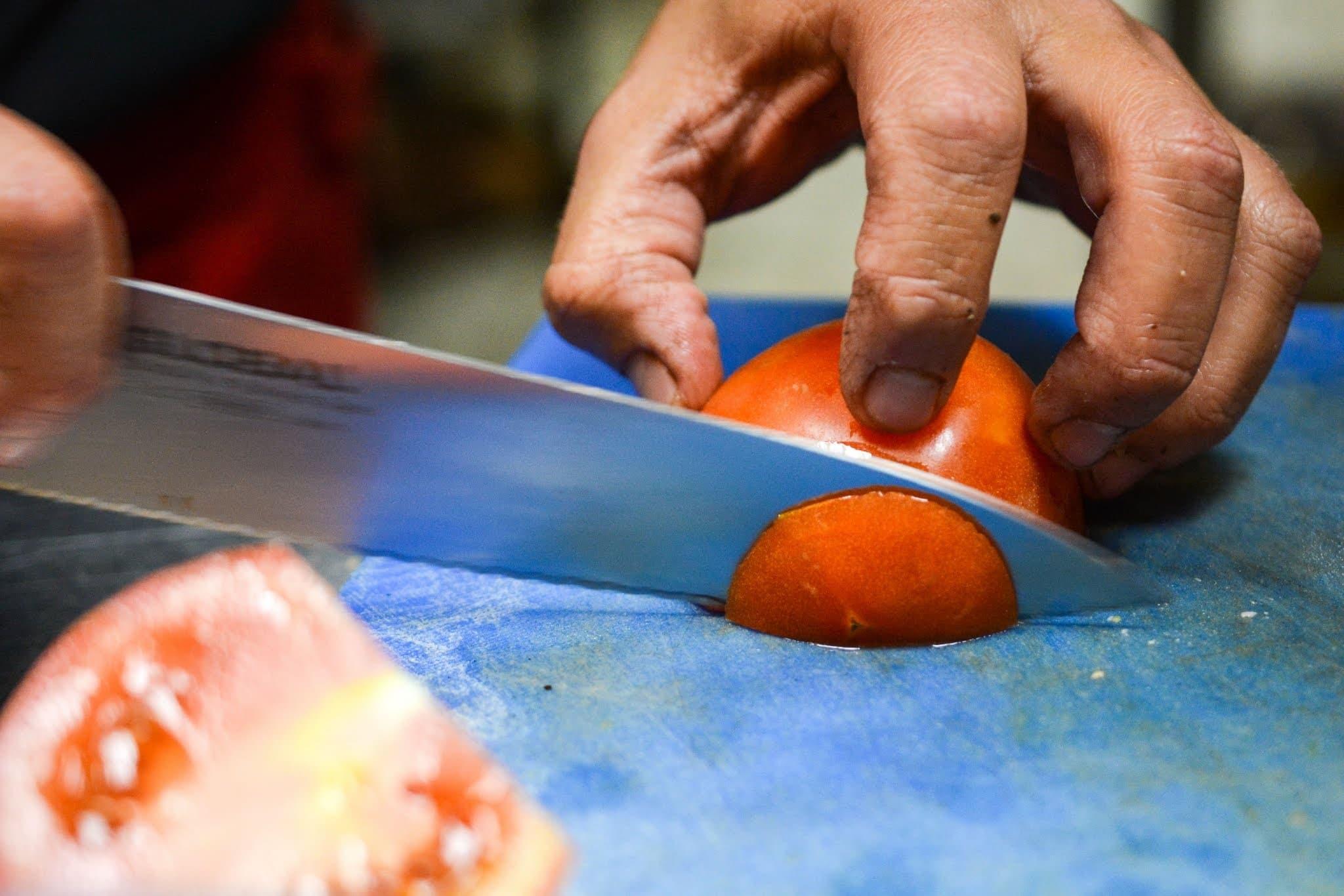 cutting tomato, cutting tool