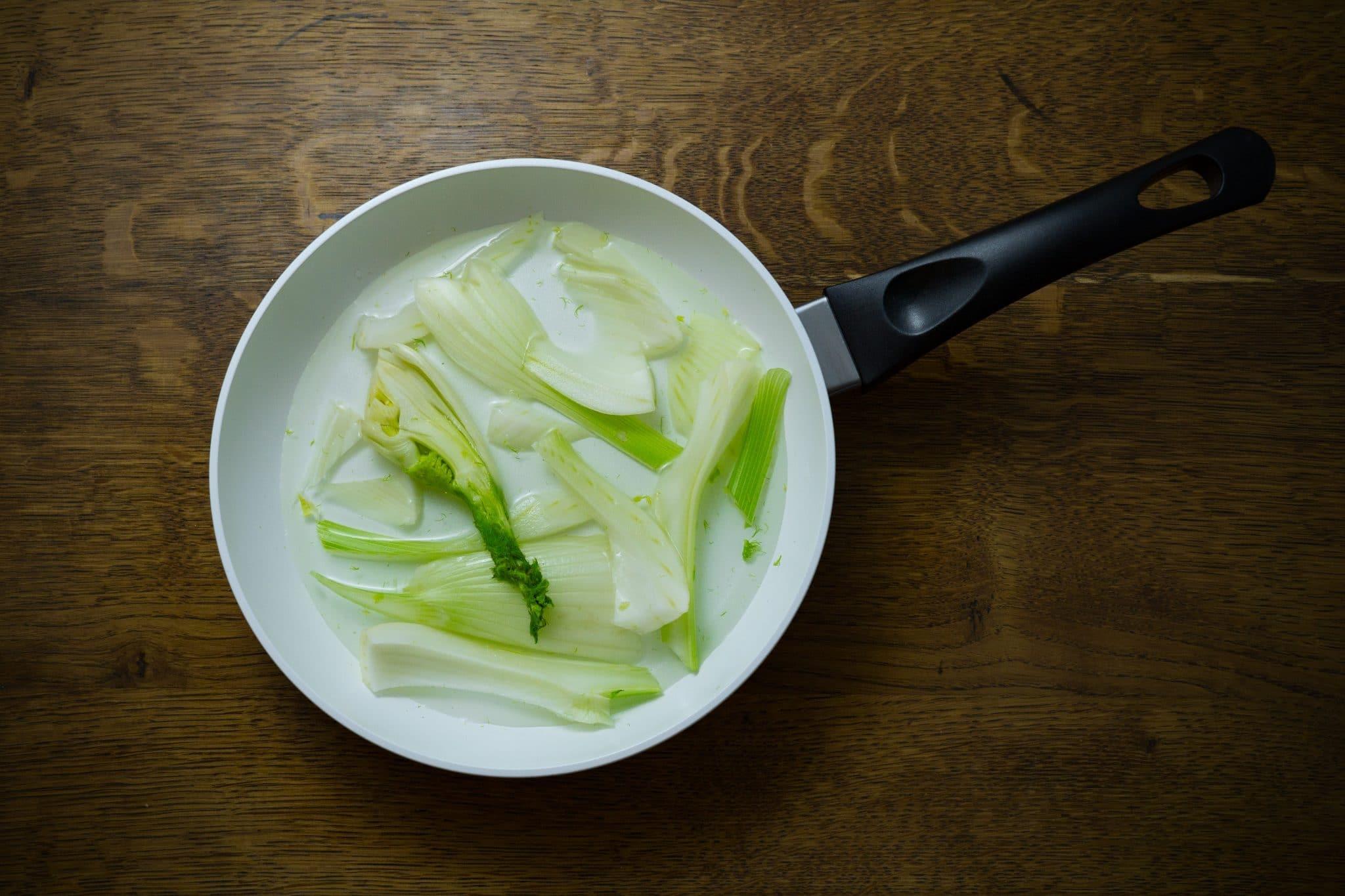 white frying pan, white skillet