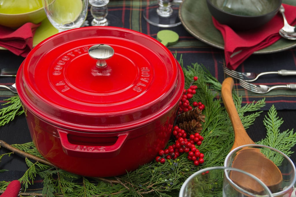 red stockpot, red cooking pot