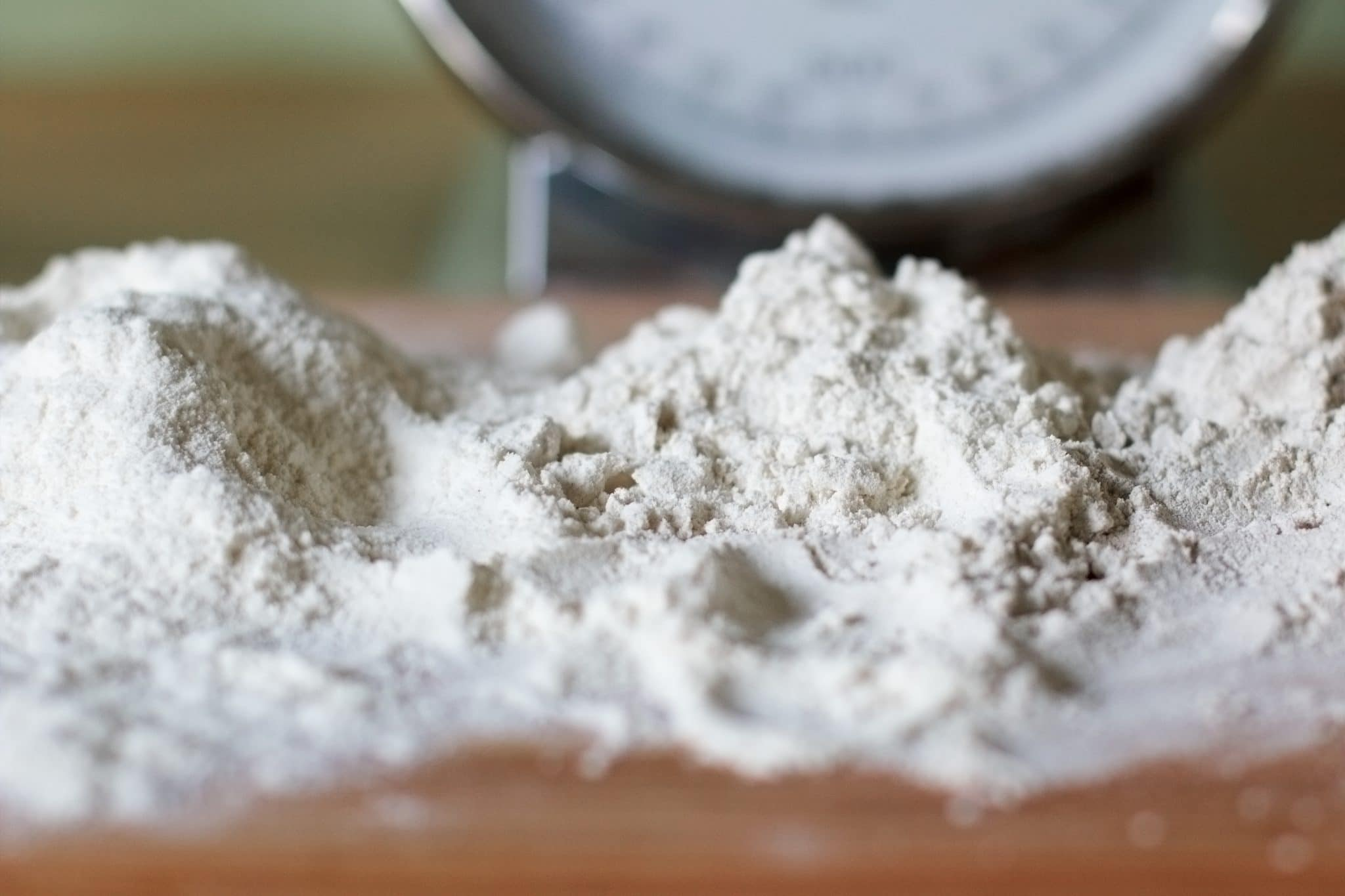 Cornstarch Vs Flour: Which Thickens Better? - On The Gas