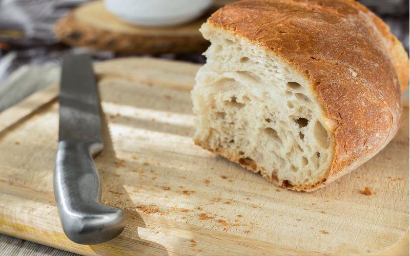 slicing bread, slicing board