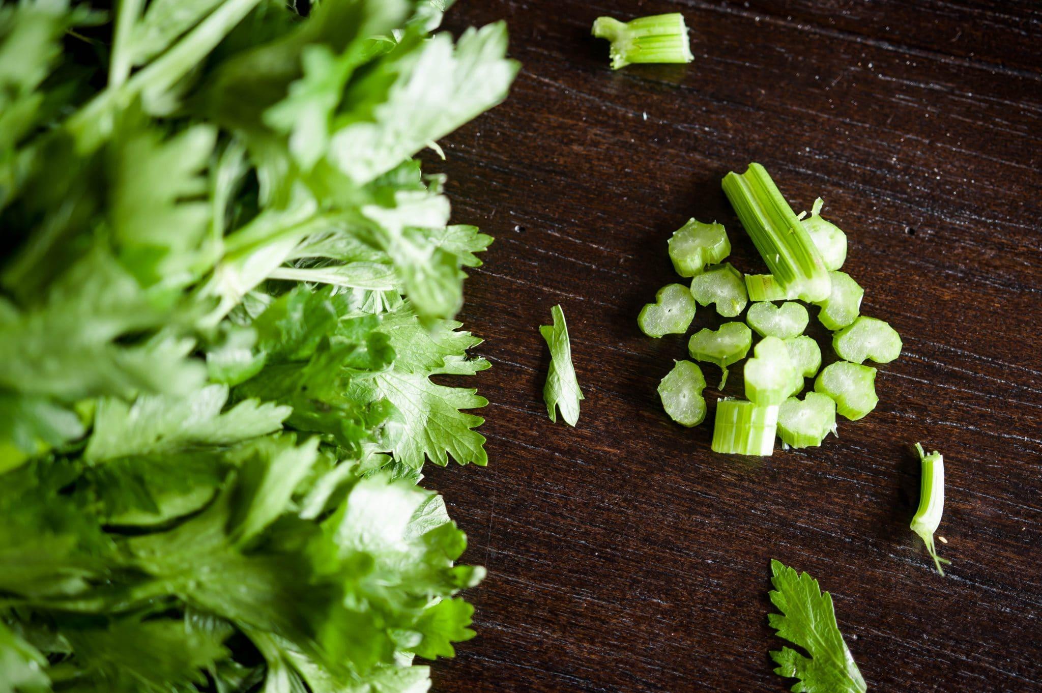 celery leaves, dry celery leaves
