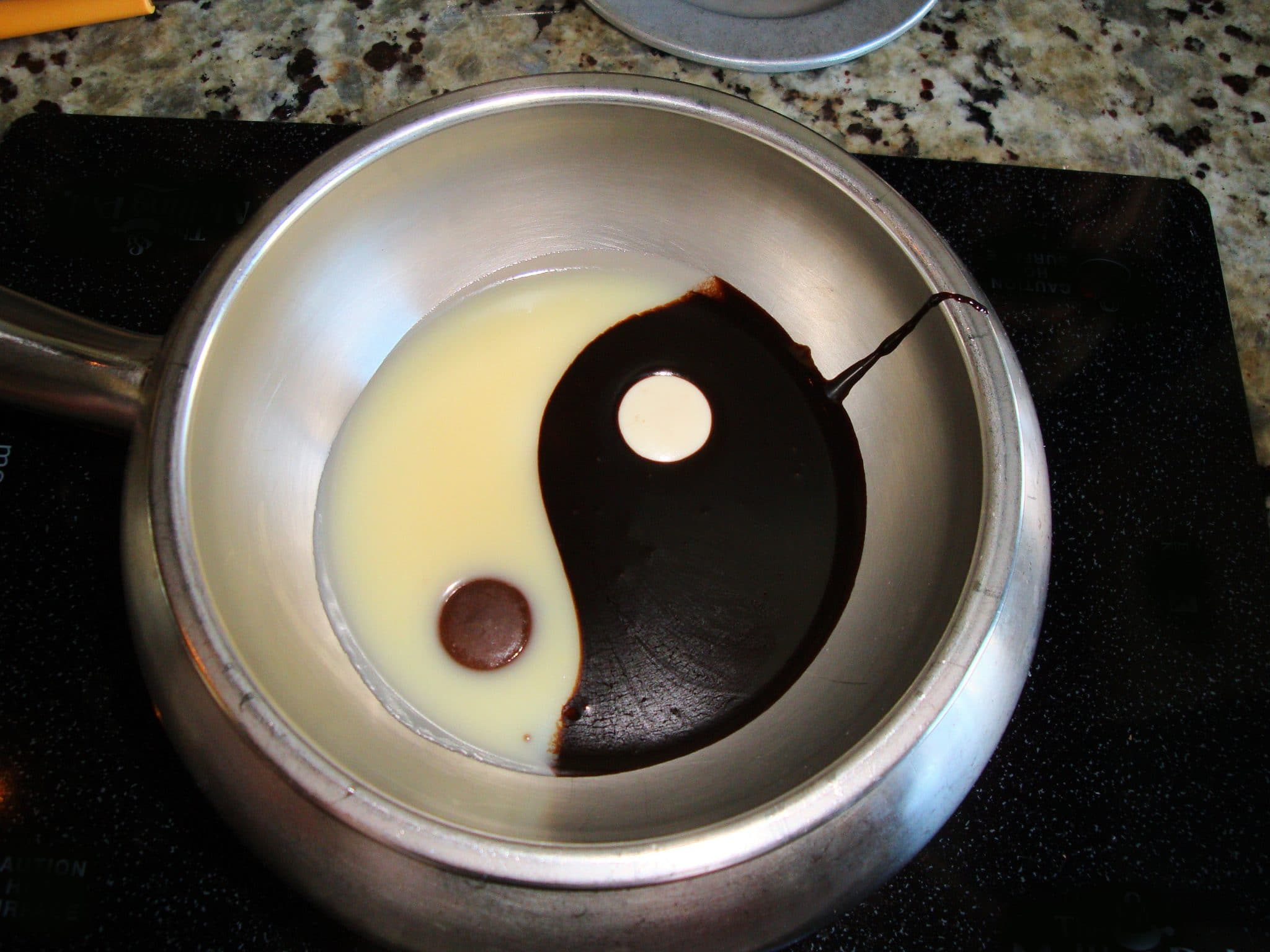 electric fondue maker, melting pot