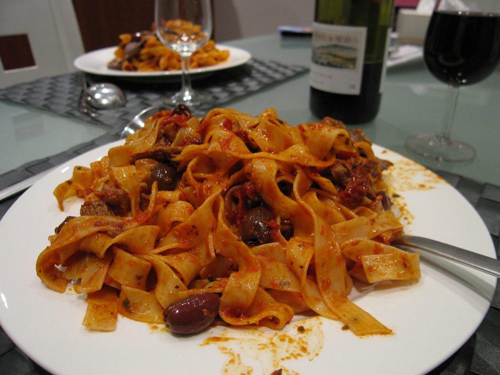 cooked spaghetti, cooking spaghetti
