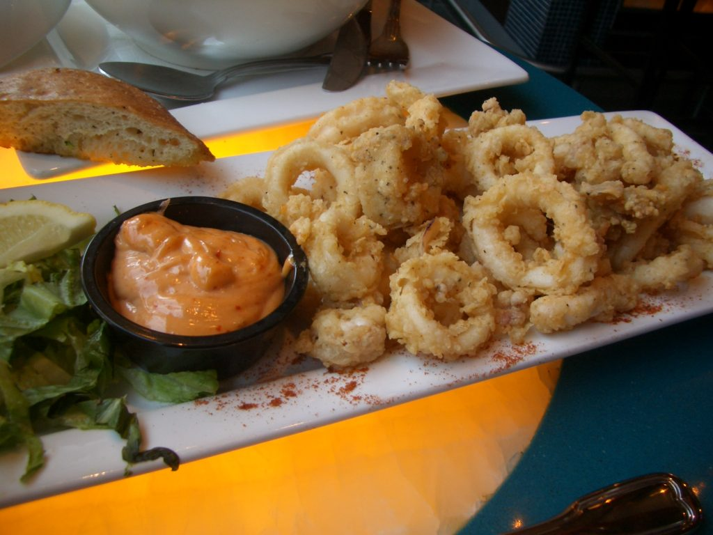 fried calamari rings, breaded calamari rings
