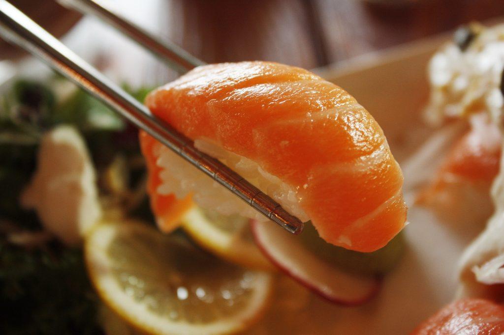eating raw fish, eating raw fish dangers
